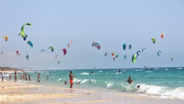 Los 10 mejores spots para practicar kitesurf en Cádiz